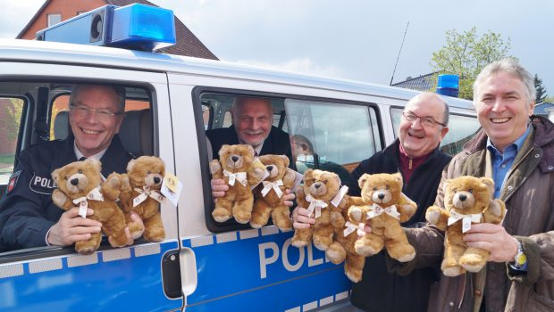 Lions Club spendet Notfall-Teddys in Salzgitter
